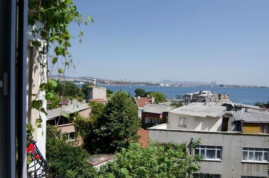 Tulip Guesthouse: at tulip dining viiew of bosporus