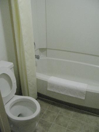 Econo Lodge: salle de bain