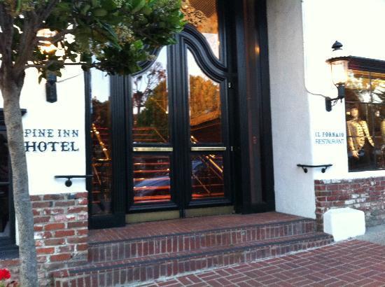 Pine Inn: Front doors