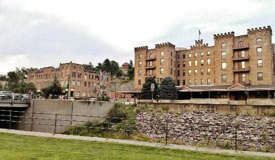 USA Stay Hotel and Suites: Beautiful buildings in a struggling town