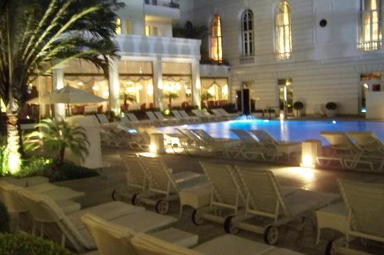 Belmond Copacabana Palace: Pool at night