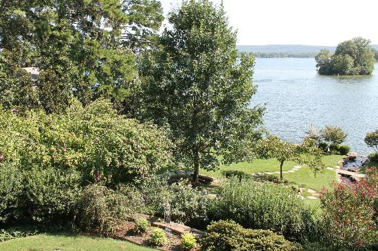 Lookout Point Lakeside Inn: View from our terrace