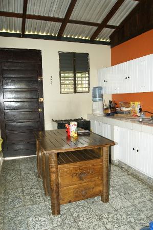 Jarabacoa Mountain Hostel: Kitchen