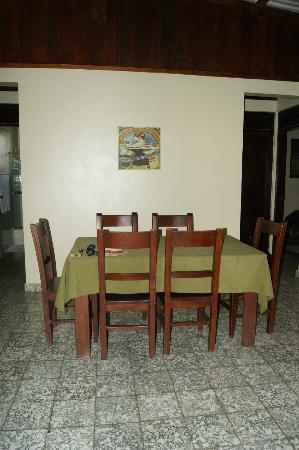 Jarabacoa Mountain Hostel: Dining area