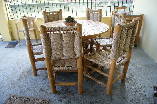 Jarabacoa Mountain Hostel: Porch