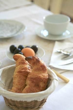 Le Manoir de la Fieffe : Petit déjeuner: bel et bon