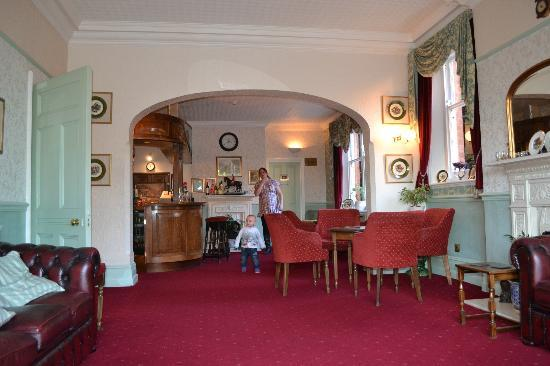 Quorn Lodge Hotel: loung area and bar
