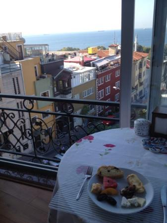 Ada Hotel Istanbul: view at breakfast on the terrace