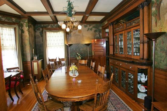 Mandolin Inn Bed and Breakfast: Dining Room