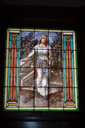 Mandolin Inn Bed and Breakfast: Tiffany leaded and stained glass window - St. Cecelia