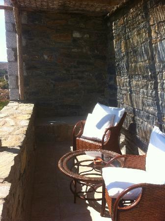 Porto Mani Suites: Le balcon avec son joli mobilier