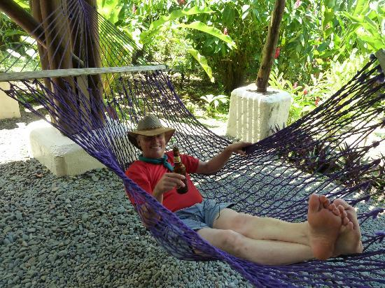 Playa Nicuesa Rainforest Lodge : Hammocks abound for relaxation!