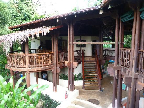 Playa Nicuesa Rainforest Lodge : Lodge reception, bar and dining area