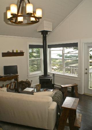 Oceanstone Resort : Grey Owl Cottage - tucked away in the tress with water access