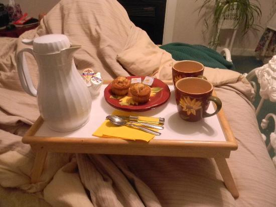 Pleasant View Bed and Breakfast: Muffins and Coffee in Bed