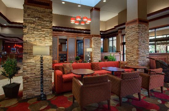 Hilton Garden Inn Milwaukee Airport: Lobby/Pavilion
