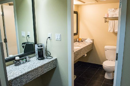 Coliseum Inn: Wonderful new bathrooms