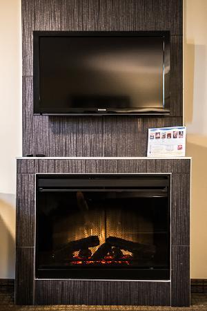 Coliseum Inn: Double Sided fireplaces in the Executive Suites