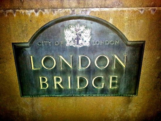 Heat Hotel: London Bridge Sign