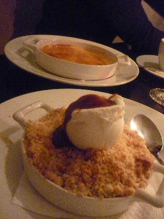 Bistro 18: Desserts. Creme brulee and apple curmble <3