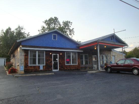 Blue Stone Inn : Front of Restaurant