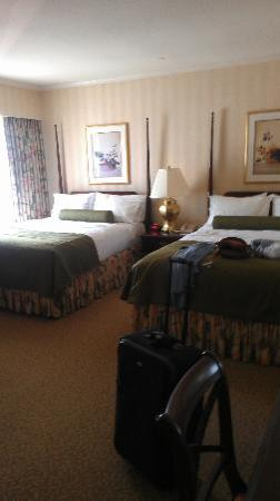 Mayflower Park Hotel: Double Queen Deluxe Room