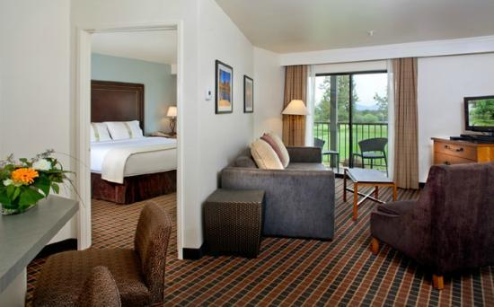The Lodge at Eagle Crest: Fully renovated spacious suites