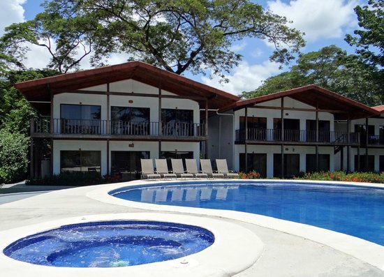 Agua Dulce Beach Resort: Poolside Suites