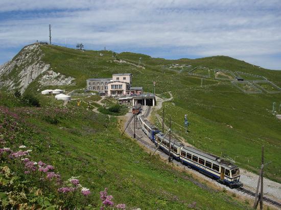 Rochers-de-Naye: view and train