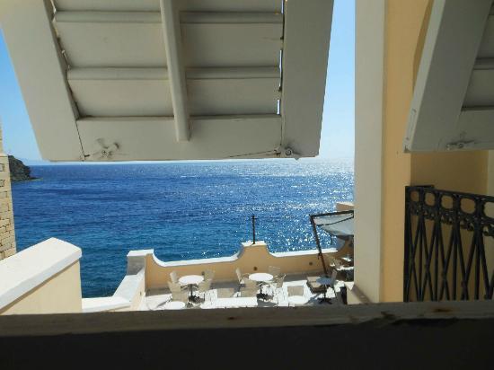 Hotel Ploes: θέα προς τη θάλασσα από το μικρό γραφείο