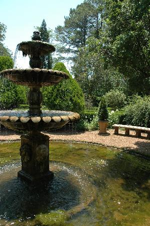 Barnsley Resort: The fountain by the Ruins