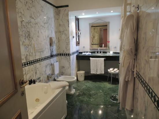 Sina Palazzo Sant'Angelo: Very nice bathroom...