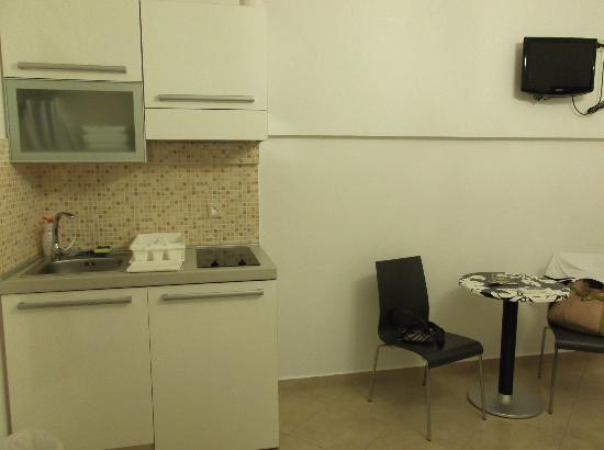Kallisti Studios: Kitchenette in the room