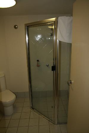 Tropical Heritage Cairns : bathroom