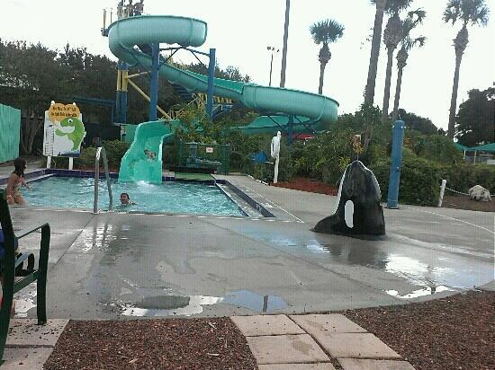 Bob Makinson Aquatic Center : Water Slide