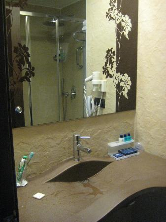 Konak Hotel: bagno camera
