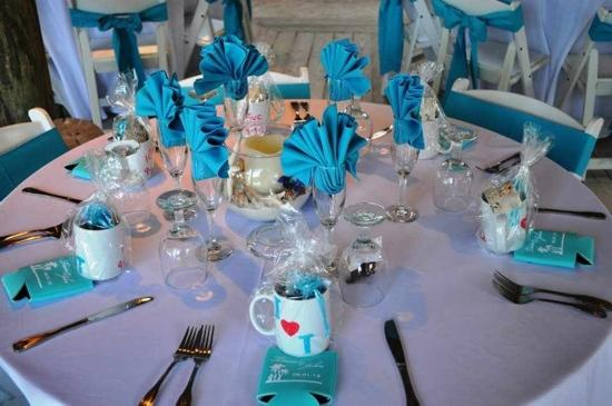 Coconut Cove Resort and Marina: table setting