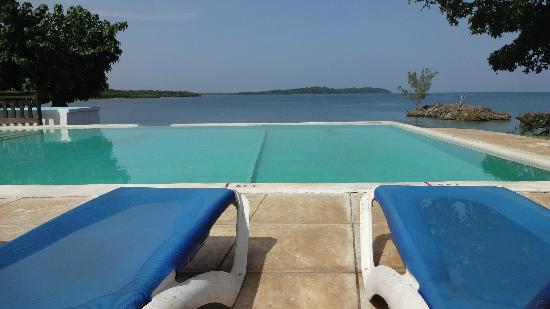 Rhodes Beach Resort Negril: Infinity pool