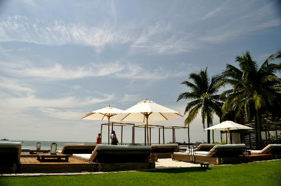 Putahracsa Hua Hin: view of pool/ beach area (beach complex)