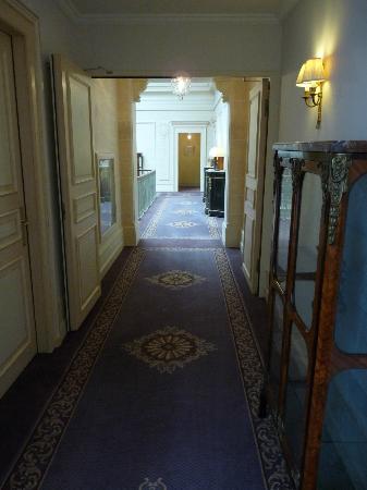 Hotel Beau-Rivage Geneva: couloir hôtel
