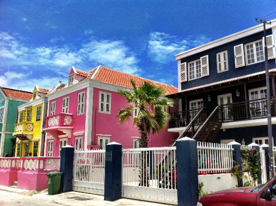 PM78 Urban Oasis Curacao: PM78