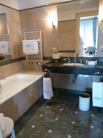 Hotel Beau-Rivage Geneva: baignoire