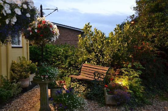 Lake, UK: garden