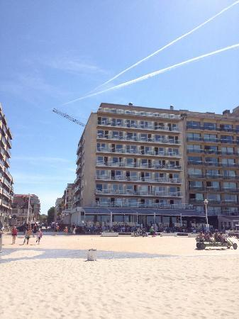 Hotel Sandeshoved : The hotel is practically on the beach. We stayed on the 8th floor... can you imagine the view we