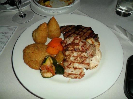 O Vitoria Restaurante: Mixed grill at the O'Victoria restaurant (STUNNING)