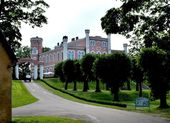 Birini, Letonia: Beautiful castle