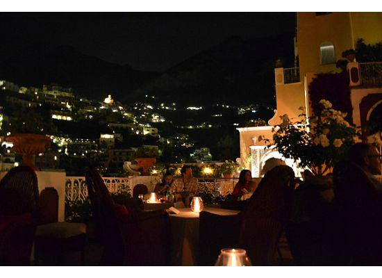 Le Sirenuse Hotel: Champagne Bar at night