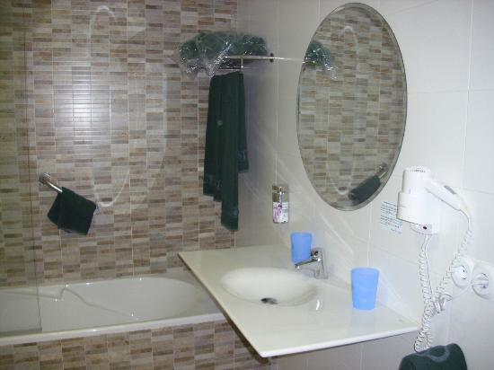 Hotel Balneario de Lanjarón: baño hab. 407