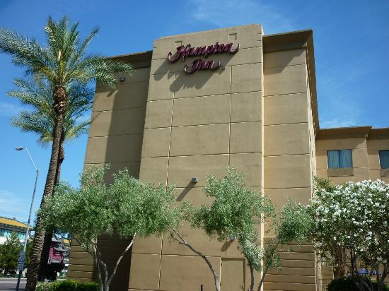 Hampton Inn Phoenix-Airport North: Outside of the hotel