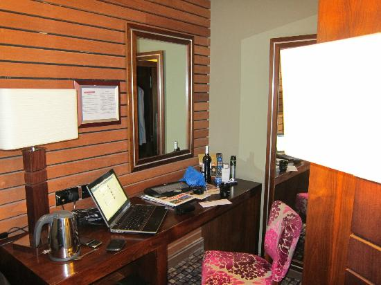The Rutland Hotel: Desk area